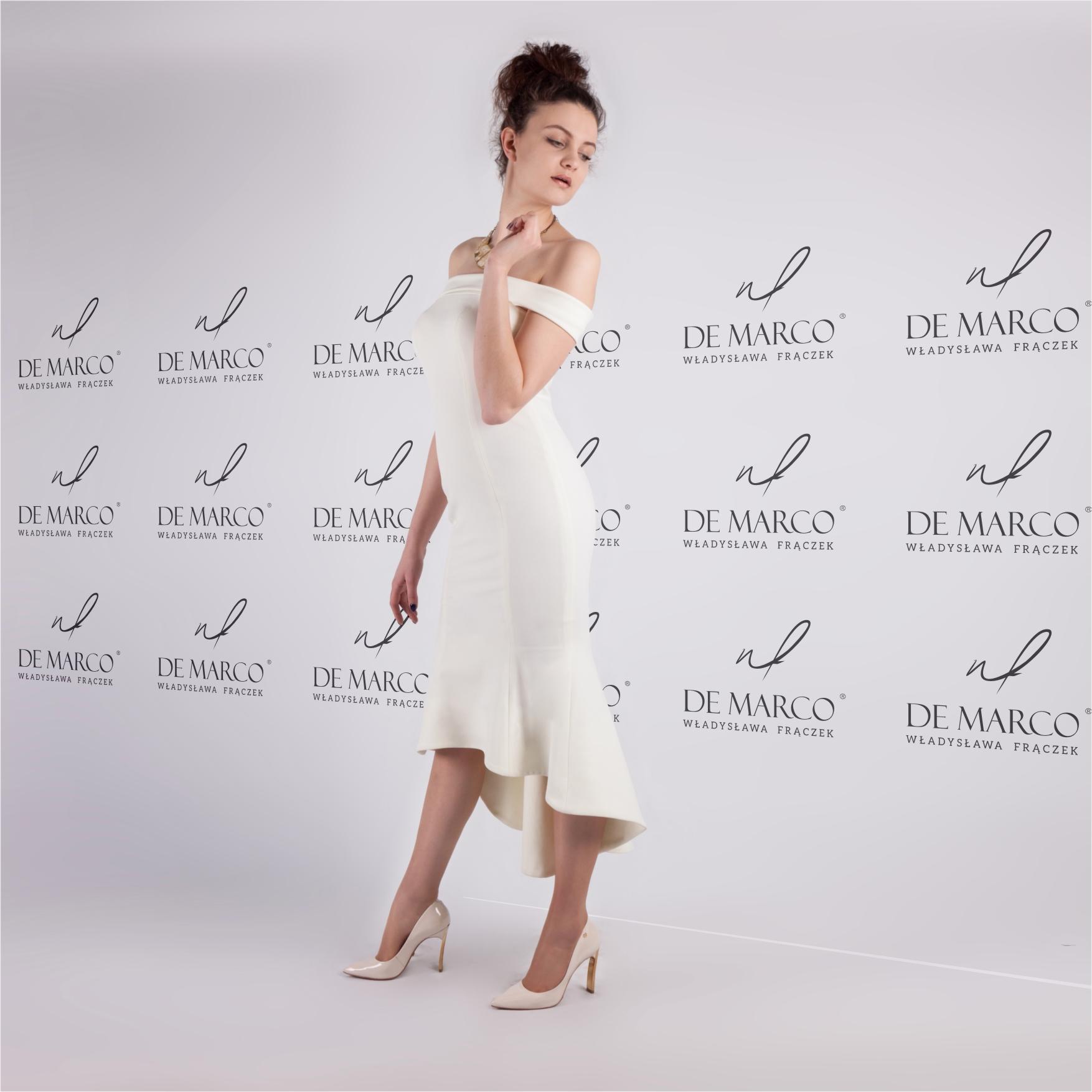 Asymetryczna suknia ślubna szyta na miarę u projektantki. Sklep internetowy De Marco.